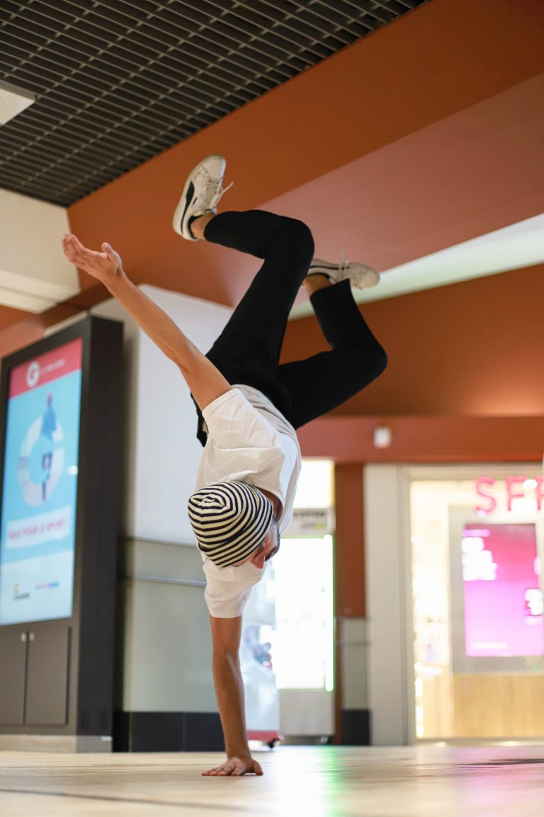 Défilé marque de vêtement trait du lyon à Takamouv show comédie démonstration spectacle boutique en ligne